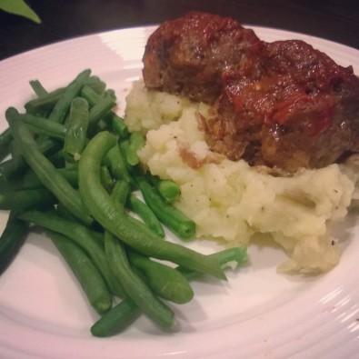 Tomato-Glazed Meatloves & Mashed Potatoes